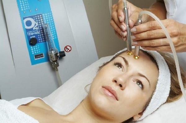 Данную процедуру должен проводить опытный косметолог