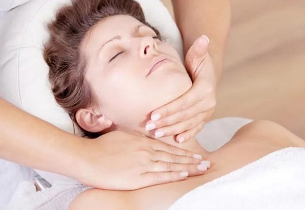 Первое, на что направлен такой массаж, – это замедление старения и усиление регенеративных свойств клеток кожи лица