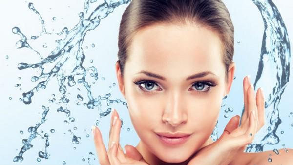 С помощью такой процедуры можно убрать отеки и синяки под глазами