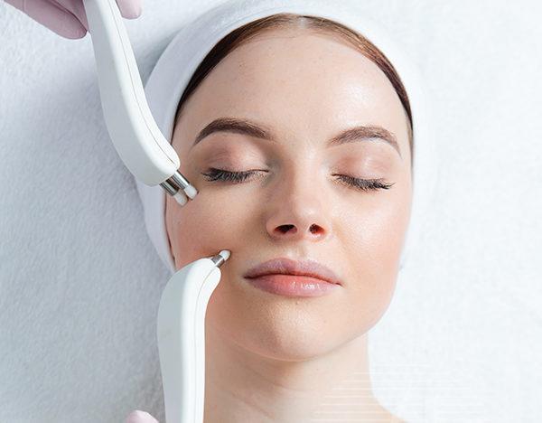 Микротоковый лимфодренаж способствует устранению отеков под глазами