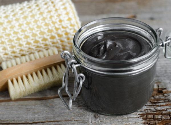 Можно использовать горчицу вместе с черной глиной