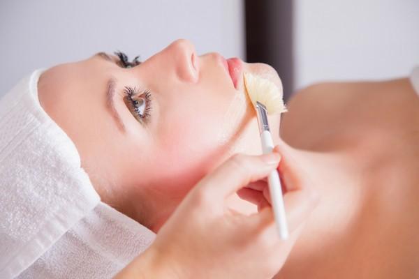 Миндальная кислота бережно обрабатывает кожу