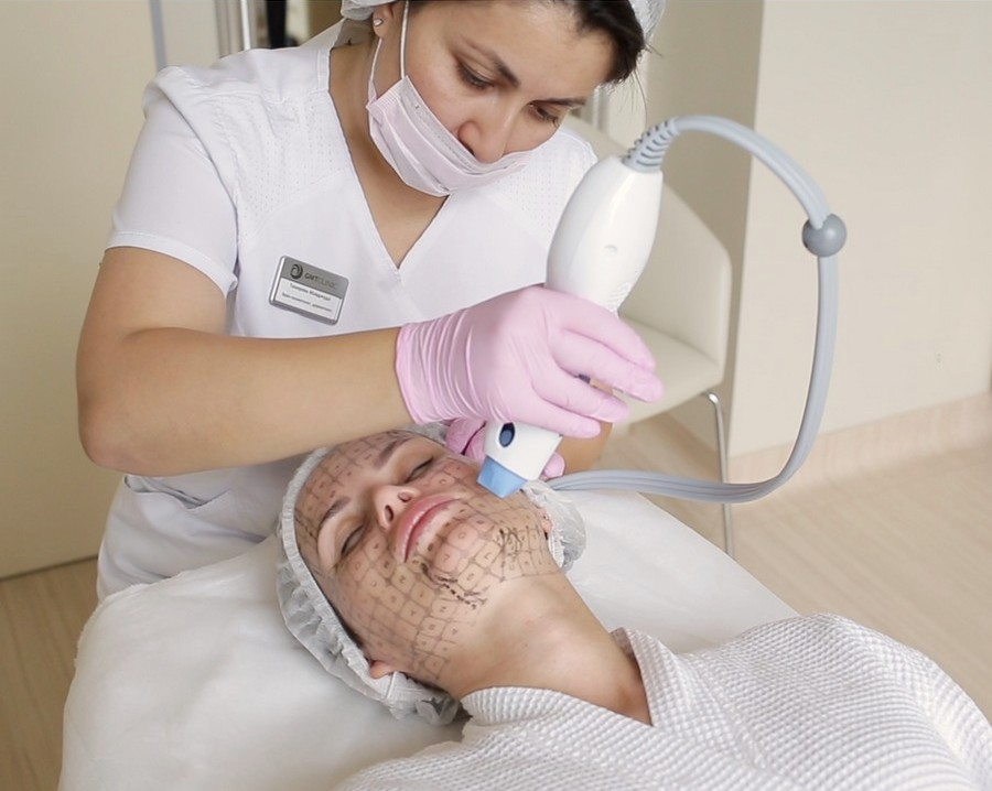 Для обработки кожи в области рта применяется отдельная насадка