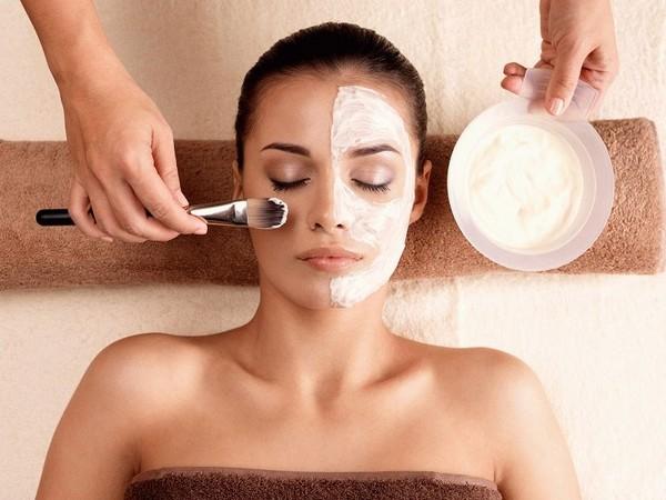 Молочным пилингом можно очистить кожу