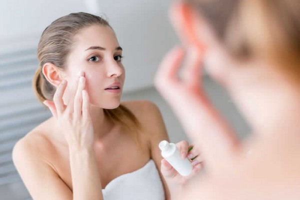 После пилинга нужно пользоваться специальными средствами для увлажнения кожи