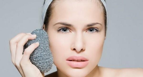 Если неправильно очищать кожу, то такая проблема точно появится