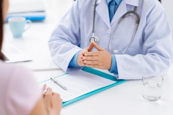 Стоит проконсультироваться с врачом по поводу возникших бородавок