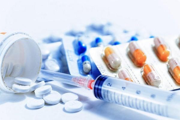 При начальной стадии патологии пациентам назначают препараты и средства, которые положительно влияют на кровообращение