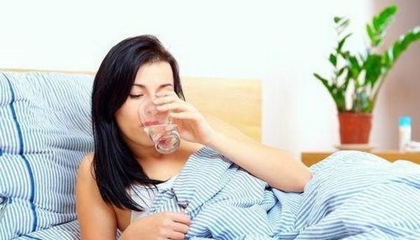 После процедуры пациенту нужно выпить воды