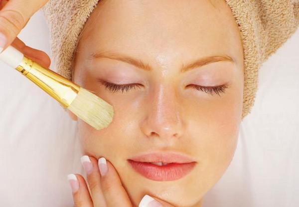 С помощью такой процедуры можно устранить рубцы, осветлить кожу