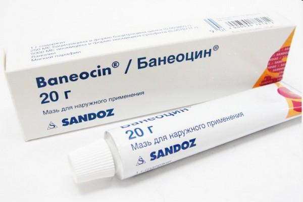При наличии проблем с ранкой нужно мазать её «Банеоцином»