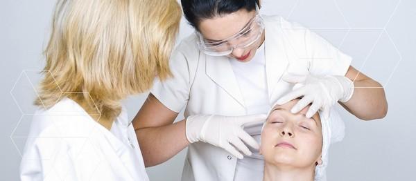 Стоит предварительно проконсультироваться с дерматологом, если хочется использовать мезороллер