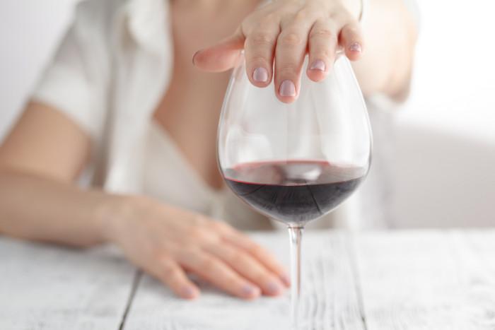 За неделю до процедуры следует отказаться от алкогольных напитков
