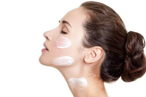 Для снятия раздражения по окончании процедуры на кожу наносят специальный крем