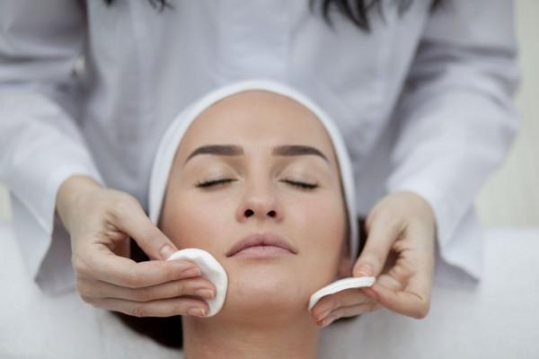 Препараты и маски облегчает состояние кожи во время процедуры