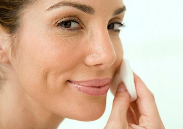 Перед процедурой важно обезжиривать кожу