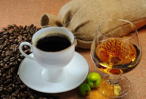 Нельзя за день до использования филлера пить кофе и спиртное