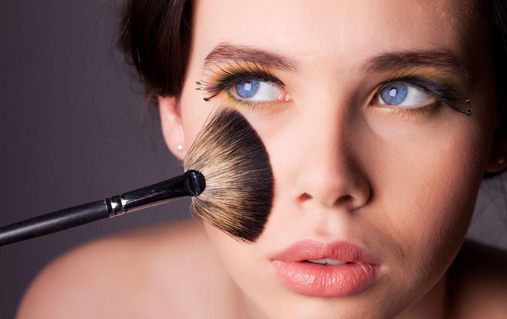 В день проведения процедуры стоит отказаться от макияжа