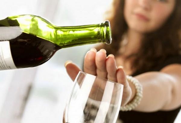 Не стоит употреблять алкогольные напитки для вывода ботулотоксина