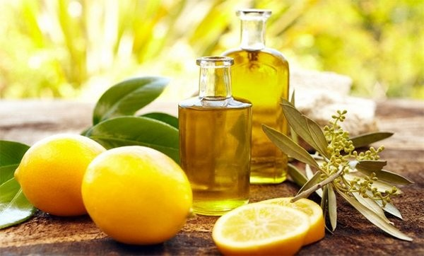 Можно приготовить средство для пилинга, используя лимон
