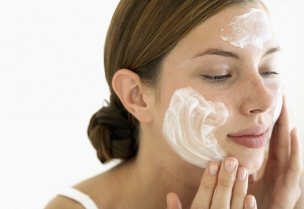 Во время шелушения нужно увлажнять кожу