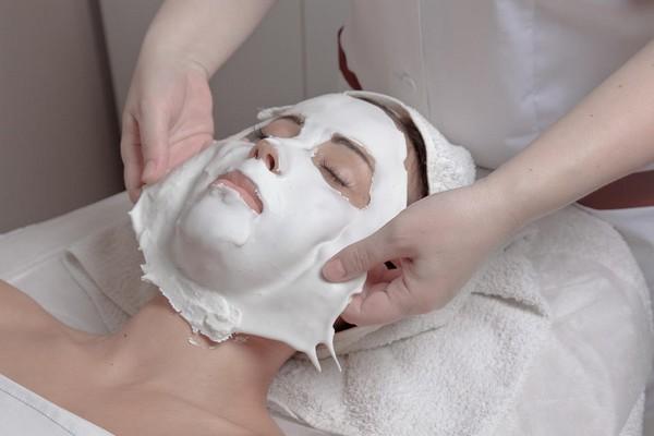 Конец процедуры ознаменовывается наложением укрепляющей маски