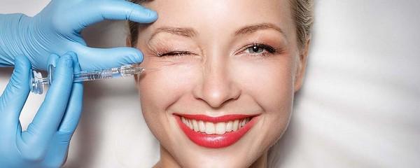 В ходе инъекционной процедуры в кожу или под кожу вводятся специальные вещества