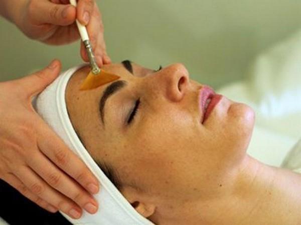 После применения фенола кожа становится более гладкой