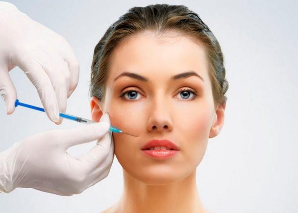 При инъекционной мезотерапии препарат вводится глубоко в кожу