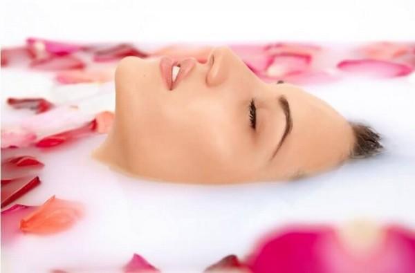 Молочный пилинг улучшает главные процессы в коже лица