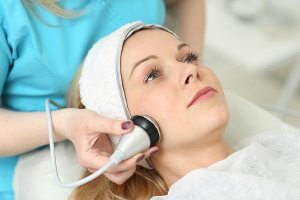 Для усиления эффекта можно проводить ультрафонофорез, то есть параллельное введение полезных веществ в глубокие слои кожи