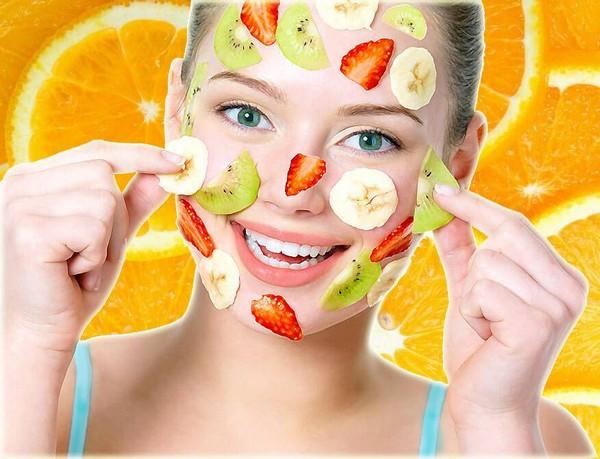 Часто проводят пилинг с использованием фруктовых кислот