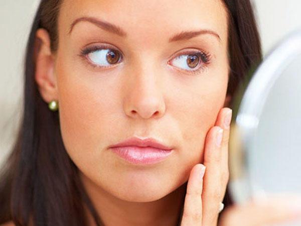 В первые сутки после процедуры лицо нельзя трогать и массировать