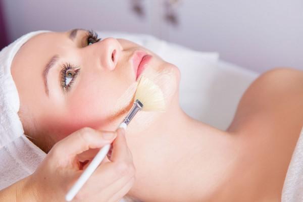 Гликолевый пилинг увлажняет кожу