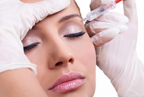 Вещества, которые вводятся с помощью инъекций, не только омолаживают, но и защищают кожу