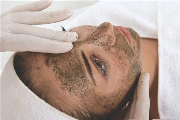 Такую процедуру можно проводить для любого типа кожи