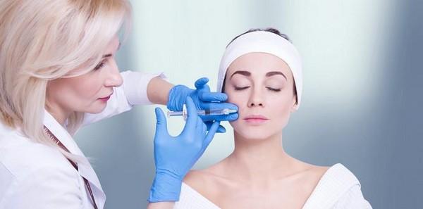 Такую процедуру проводит не косметолог, а пластический хирург