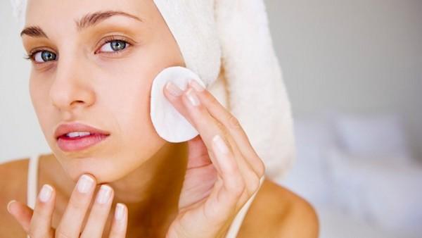 Предварительно важно очистить кожу