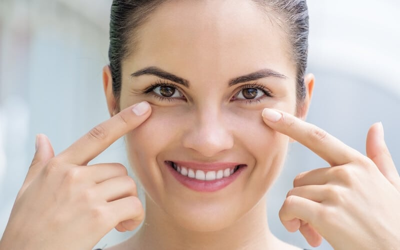 Пировиноградная кислота способствует разглаживанию мелких морщинок и стимулирует регенерацию кожи