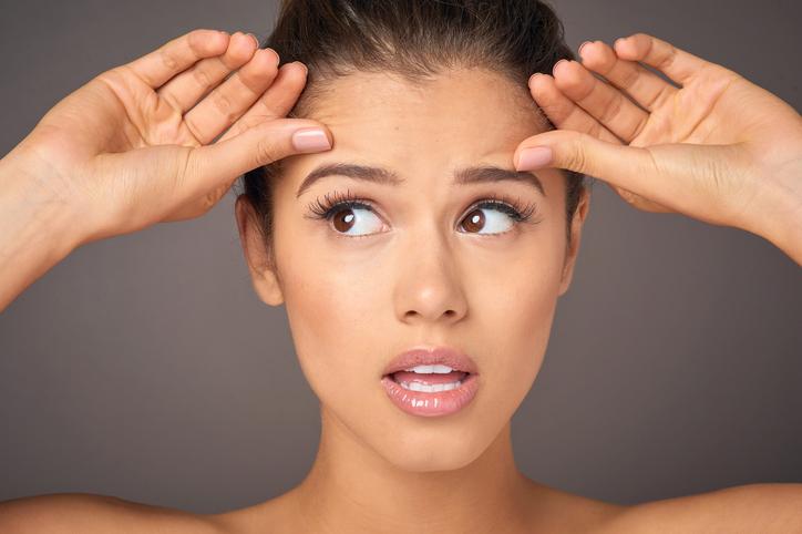 В течение недели после процедуры следует ограничить мимическую активность и как можно меньше касаться лица