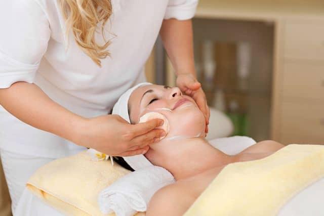 Пируватный пилинг относится к щадящим методикам ухода за кожей