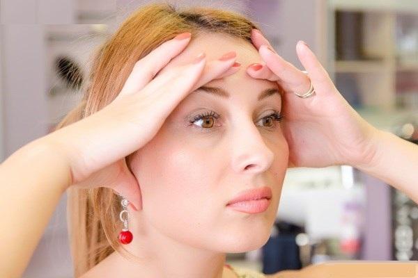 После уколов ботокса пациенты иногда ощущают дискомфорт и стянутость кожи