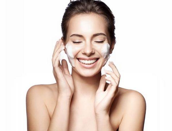 В конце на кожу наносят увлажняюВ конце на кожу наносят увлажняющее средствощее средство