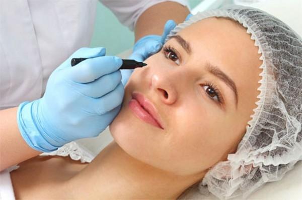 Как правило, операция на лице приводит к возникновению отёков