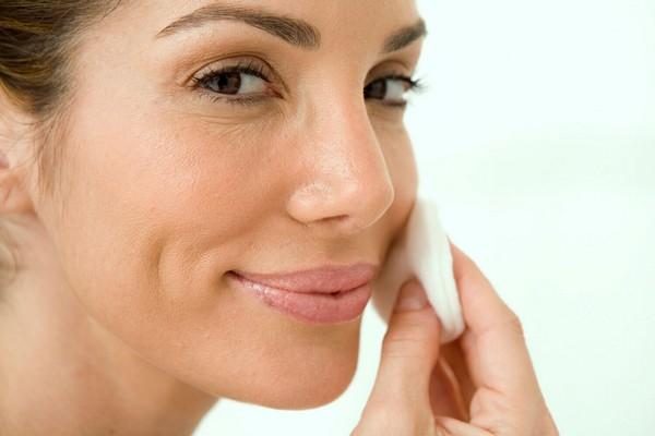 После проведения процедуры кожу обрабатывают антисептиком
