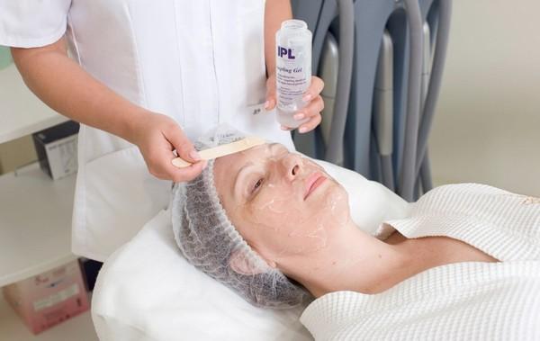В институте красоты Сенсави блефаропластику делают специальным препаратом