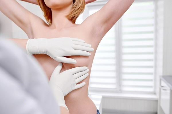 Врачи рекомендуют не медлить с обращением к маммологу
