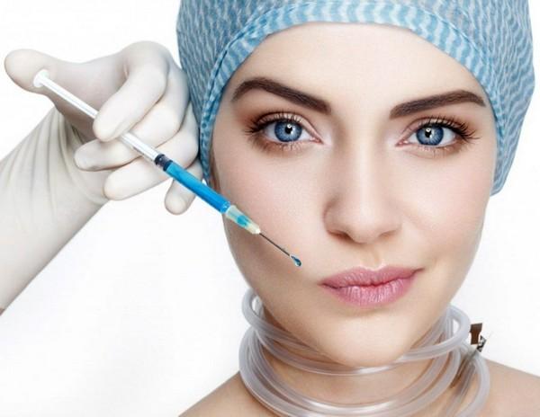 Использование филлеров с гиалуронатом показано при появлении различных возрастных изменений кожи