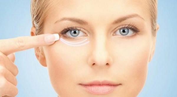 Инъекционная блефаропластика считается наименее травматичным методом устранения грыж, улучшения состояния кожи в области глаз