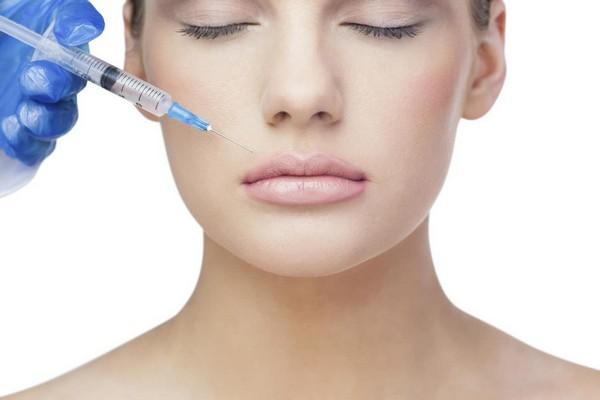 С помощью гиалуроновых филлеров можно увеличить губы